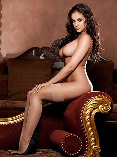 Jaclyn Swedberg tickles imagination with stripping
