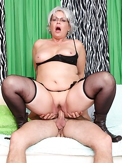 Perfect granny in stockings Kelly Leigh bends over walking chair and dicked