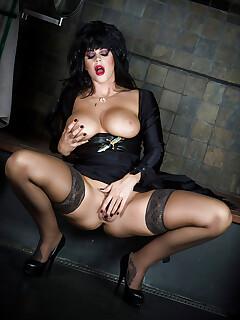 Brunette babe Alison Tyler exposing large pornstar tits before masturbating