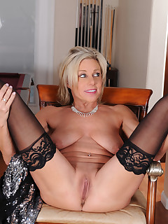 Featuring 53 Year Old Payton Hall from Portland, Oregon in High Quality Outside Mature and MILF Pictures and Movies