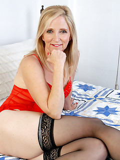Mature Pictures Featuring 55 Year Old Annabelle From AllOver30