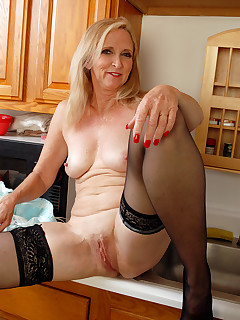 Mature Pictures Featuring 54 Year Old Annabelle From AllOver30