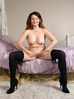 Mature Pictures Featuring 43 Year Old Gemma Gold From AllOver30