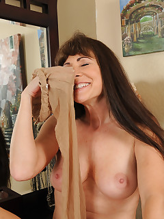 Mature Pictures Featuring 47 Year Old Alexandra Silk From AllOver30