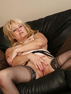 Older Women Stockings Pics