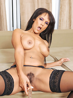 Horny cougar babe gets lonely and masturbates with a dildo