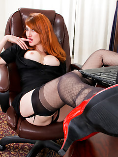 Anilos.com - Freshest mature women on the net featuring Anilos Holly Jane leg mature