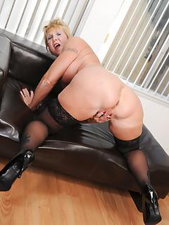 Anilos.com - Freshest mature women on the net featuring Anilos Honey Ray horny milf