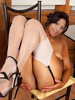 Anilos.com - Freshest mature women on the net featuring Anilos Sophia Smith anilos office