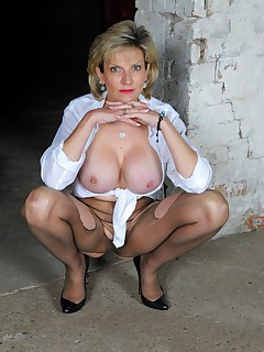 Lady Sonia - Ripped pantyhose