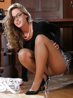 Pantyhosed office honey