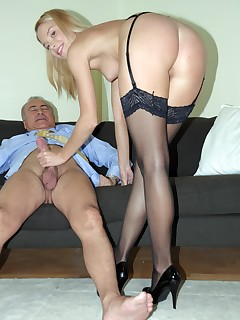 Jim Slip UK Porn video:Frida Dresses Up!