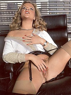 RODOX.COM - Mature secretary fucking her boss!
