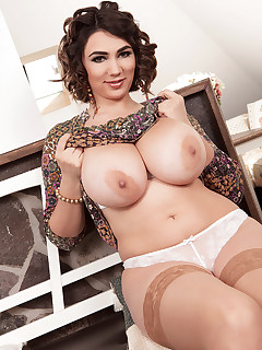 Scoreland - Seducer of Breast-men - Alexya (57 Photos)