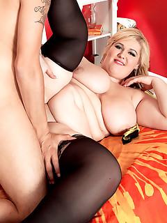 XL Girls - Busty Seductress - Skye Sinn and Juan Largo (55 Photos)