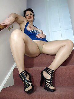 English MILF in pantyhose showing of her pussy on the stairs.