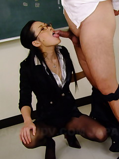 Sexy Japanese Yui Komine gives heads in class | Japan HDV