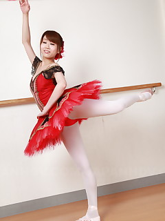 Busty Asian ballerina Ririka Suzuki shows off | Japan HDV